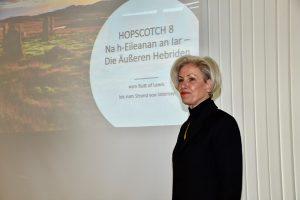 Bezirksvorsteherin Ulrike Zich bei der Begrüßung zur Autorenlesung